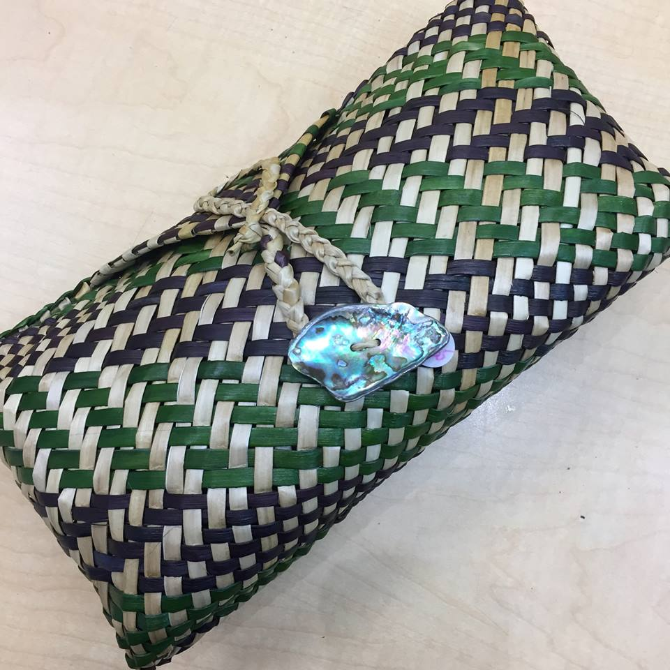 Kete clutch, green/black/natural